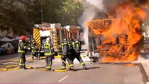 Arde un autobús en la avenida del Mediterráneo
