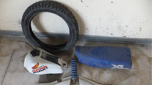 Piezas de la moto recuperadas por la Policía Nacional