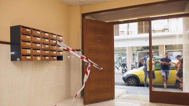 La mujer fue apuñalada en el portal de su casa