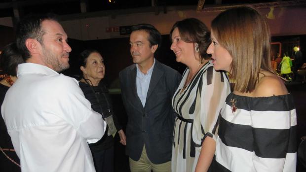 Ulises Mérida charla con la consejera y miembros del Gobierno regional