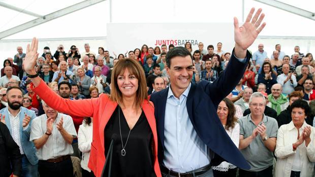 Sánchez, junto a la candidata del PSE, Idioa Mendia
