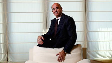 Luis de Guindos posa para ABC en el Ministerio de Economía