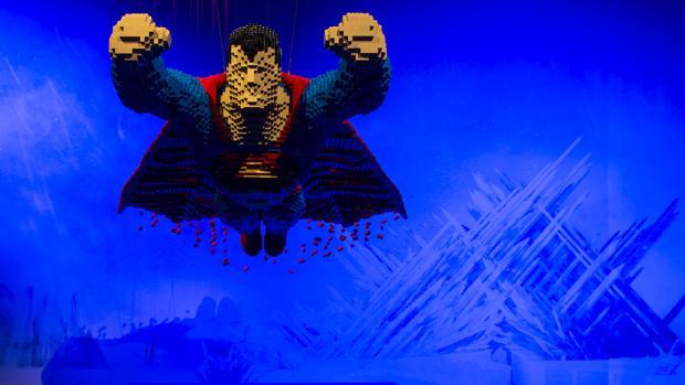 La figura de Superman de la exposición del Centro Cultura Fernán Gómez