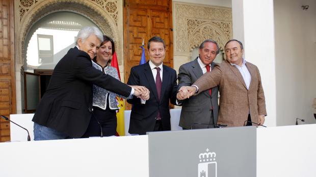Pedrosa, Gil, Nicolás, Franco y García-Page, tras la firma