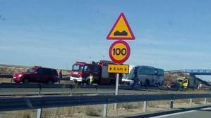 Un muerto y siete heridos graves en un choque entre un autobús y un camión en Soria