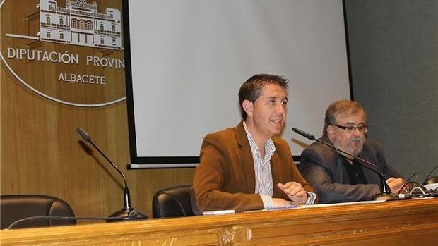 El presidente de la Diputación de Albacete, junto a Ricardo Beléndez durante la presentación de la feria