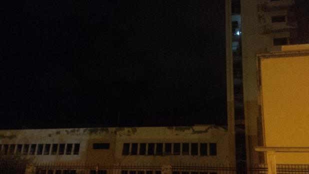 El edificio, la madrugada de este martes, con cazafantasmas en plena faena