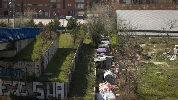 Carmena construirá pistas deportivas tras desmantelar el poblado chabolista de Delicias