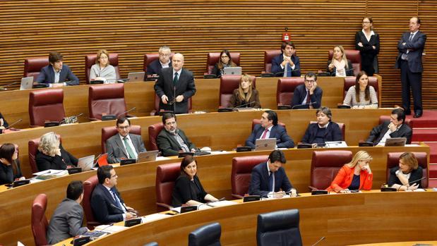 Parte de la bancada del PP en las Cortes, con los diputados y exconsellers Alejandro Font de Mora y María José Catalá