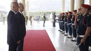Morenés visita a las tropas desplegadas en Líbano: «Celebramos 10 años en apoyo de la paz»