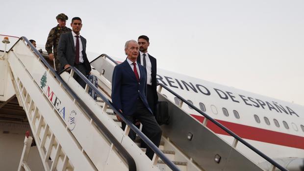 Morenés, a su llegada a Beirut en su visita a las tropas en el décimo aniversario de la misión de los cascos azules en Líbano