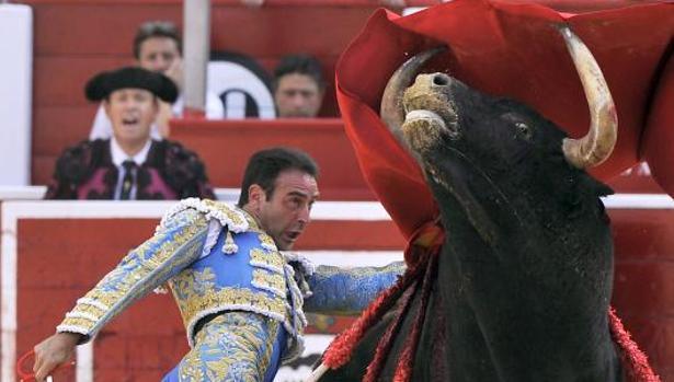 Enrique Ponce cortó una oreja a «Gallina», de Samuel Flores
