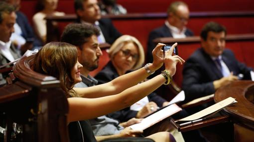 Imagen de los portavoces del PSPV, Sandra Gómez, y de València en Comú, Jordi Peris