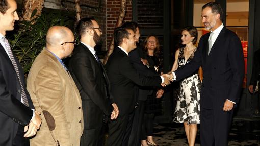 El Rey y la Reina, saludan a las personalidades a su llegada al Instituto Cervantes