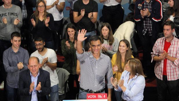 Pedro Sánchez durante un acto de campaña en Galicia