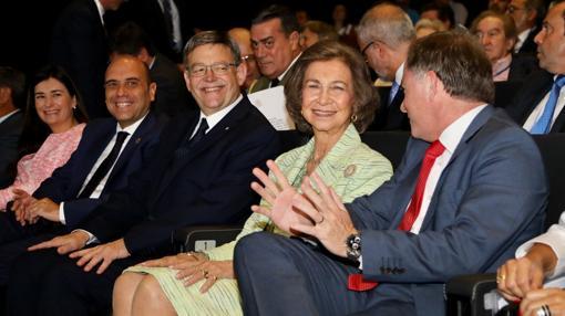 Imagen de Doña Sofía junto al presidente de la Generalitat