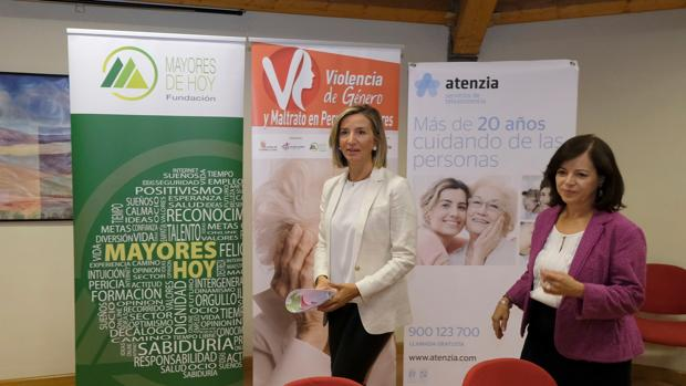 La consejera Alicia García y Pelegrí durante la inauguración de la jornada en una residencia de ancianos