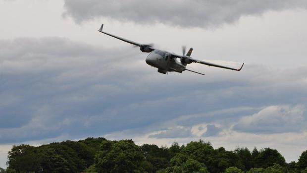 El avión de vigilancia marítima de Indra, una de las aeronaves de la compañía que participarán en Rozas