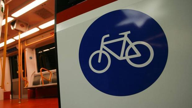Vagón de metro apto para bicletas
