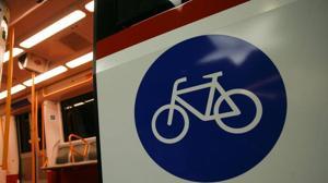 Metro amplia los tramos sin limitaciones horarias para acceder con bicicleta