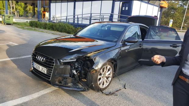 Puigdemont sale ileso de un accidente al impactar una rueda de camión en su coche oficial