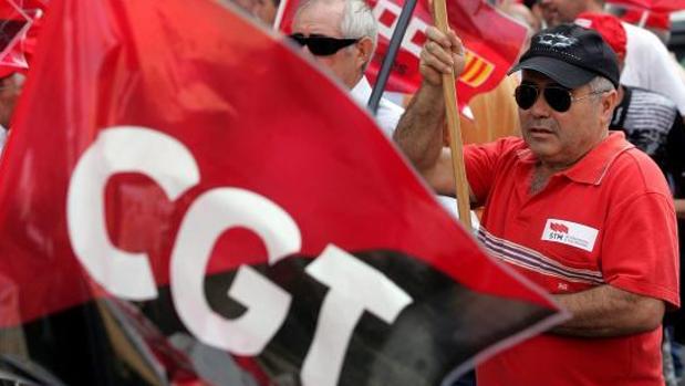 Sindicalistas de la CGT durante una protesta en Valencia