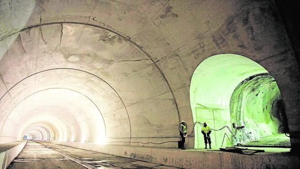 Vistas interiores del túnel que permitirá al Tren de Alta Velocidad atravesar el entorno de Beasain