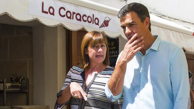 Francina Armengol, junto a Pedro Sánchez