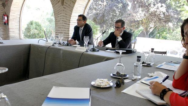Miguel Cardoso y Juan Carlos Hidalgo, director territorial centro de BBVA, en la presentación del informe