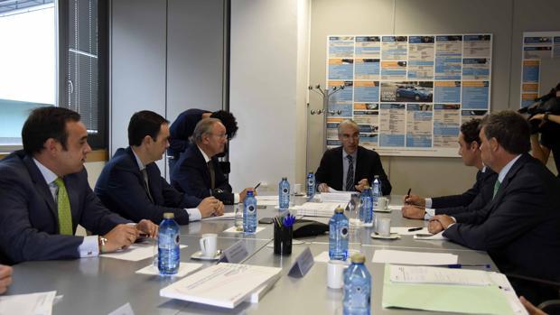 Conde junto a miembros del Ceaga, ayer en Vigo