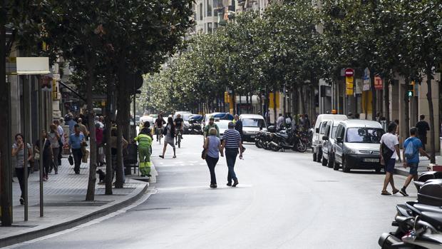 Gran de Gràcia, ya cortada, solo deja pasar bicis, buses, taxis y vehículos de vecinos