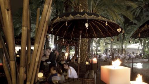 Jardín restaurante del establecimiento ilicitano