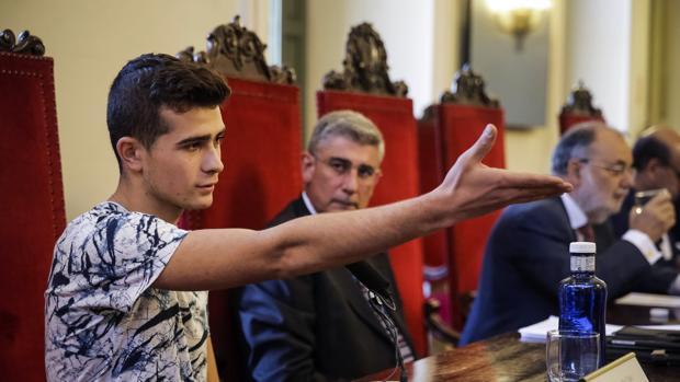 Abdu, el joven de 17 años que pidió asilo a España tras huir de Daesh, en el Tribunal Supremo