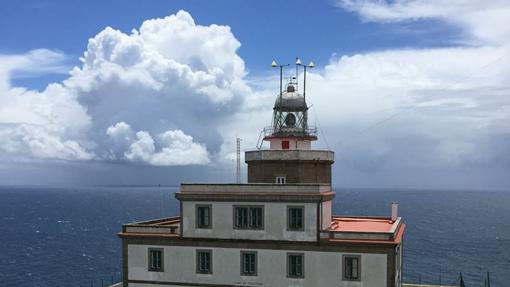 Imagen del faro de Finisterre, situado junto al hotel