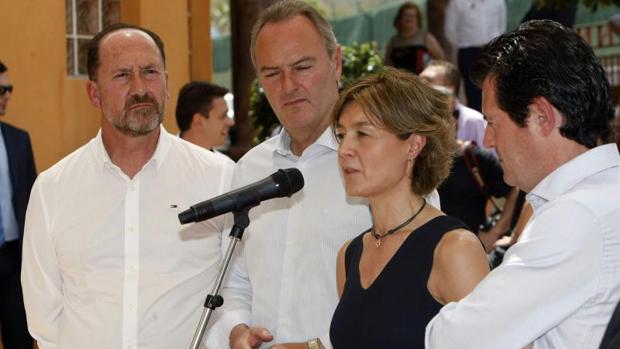 La ministra García Tejerina junto a Císcar en un acto público