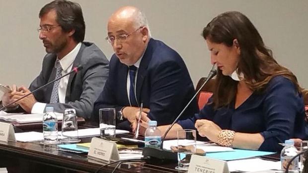 En el centro de la imagen, Antonio Morales, presidente de Gran Canaria