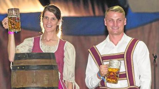 Ruth Beitia y Marcus Waltz, ayer, en la inauguración de la feria