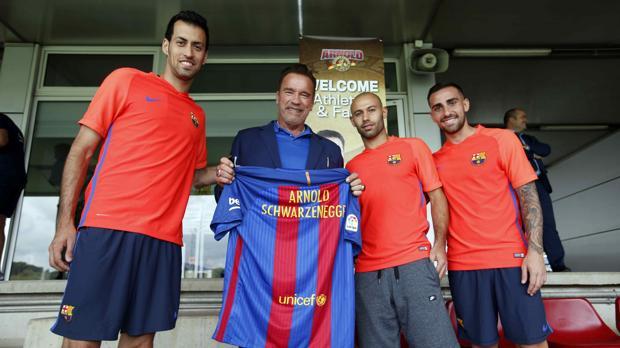 El actor, esta mañana con algunos jugadores del Barça