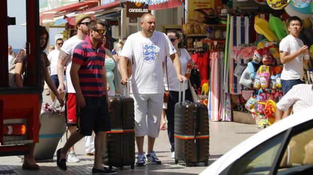 Un acuerdo en las Cortes compromete a Puig a crear la Conselleria de Turismo en Benidorm