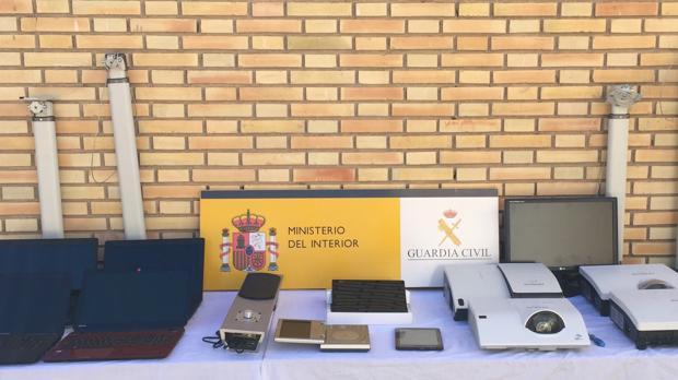 Material robado recuperado por la Guardia Civil del colegio de Castalla