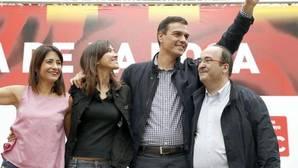 Un desatado Iceta defiende a gritos a Sánchez: «Mantente firme y líbranos de Rajoy y del PP»