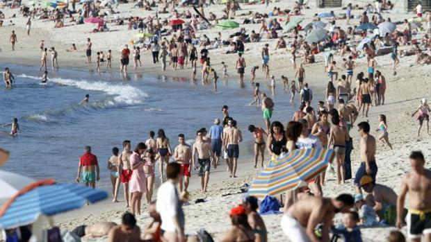 La playa viguesa de Samil es una de las más demandadas durante la época estival