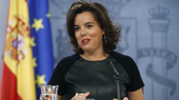 La vicepresidenta en funciones, Soraya Sáenz de Santamaría tras la reunión del Consejo de Ministros