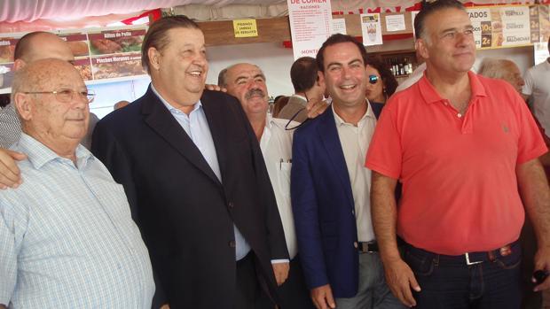 Fernández Vaquero, segundo por la izquierda, en Talaveara