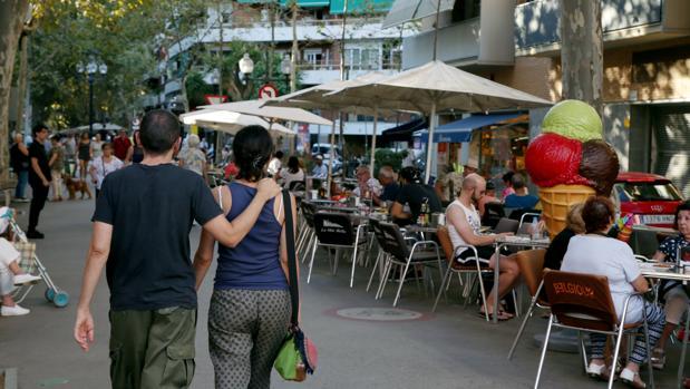 La Rambla del Poblenou, una de las calles con problemas por las terrazas