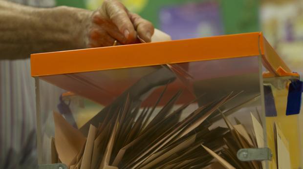 Urna llena de papeletas en las pasadas elecciones generales del 26 de junio