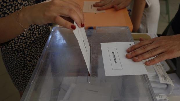 ¿Cómo pueden afectar a las elecciones gallegas y vascas el voto en blanco, el voto nulo y la abstención?
