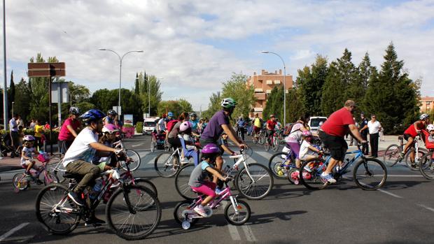 Niños y mayores se han sumado al Día de la Bicicleta en el Polígono