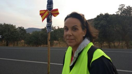 Macías durante el recorrido de 23 kilómetros que ha realizado a pie desde Fuente el Fresno a Urda