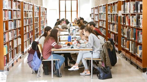Ribó sube un 225% las tarifas de cursos de idiomas para jóvenes